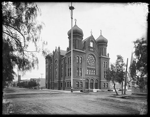 Exterior view of the B'nai B'rith Temple on Hope Street and Ninth Street in Los Angeles, ca.1902