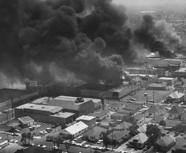 Buildings on fire, Watts Riots