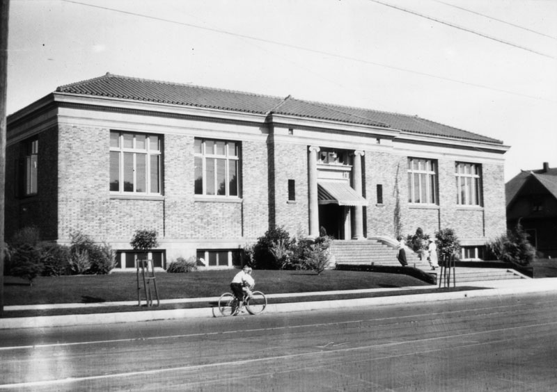 Exterior view of the Vernon Branch Library, 4504 South Central Avenue which was built in 1915