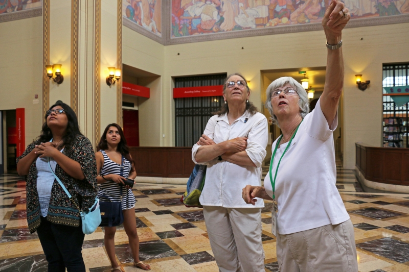Docent leading a free tour.