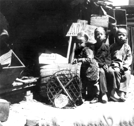 Three children in Chinatown, 1899