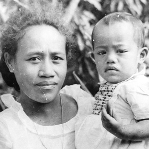 Inailau Momoli with daughter Kea, 1952. Shades of L.A.: Samoan American Community