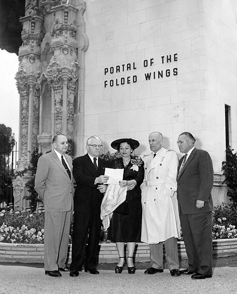 Tribute was paid to aviation pioneers Amelia Earhart and Bert Acosta by, left to right, Israel Friedman, Commander George Noville, Mrs. Sampson Held, Maj. Speed Chandler and James N. Gillette at ceremonies held by Brookins Aeronautical Foundation at Burbank's Valhalla Cemetery
