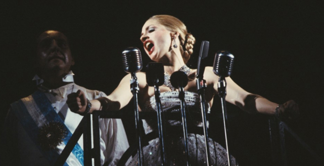 """Bob Gunton and Patti LuPone as Juan and Eva Peron singing ""Don't Cry For Me, Argentina"" in a scene from the Broadway production of the musical ""Evita."""