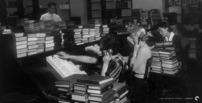 librarians answering phones in 1930