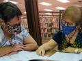 Learner Jamie Ferguson works with her tutor Catalina Gancz